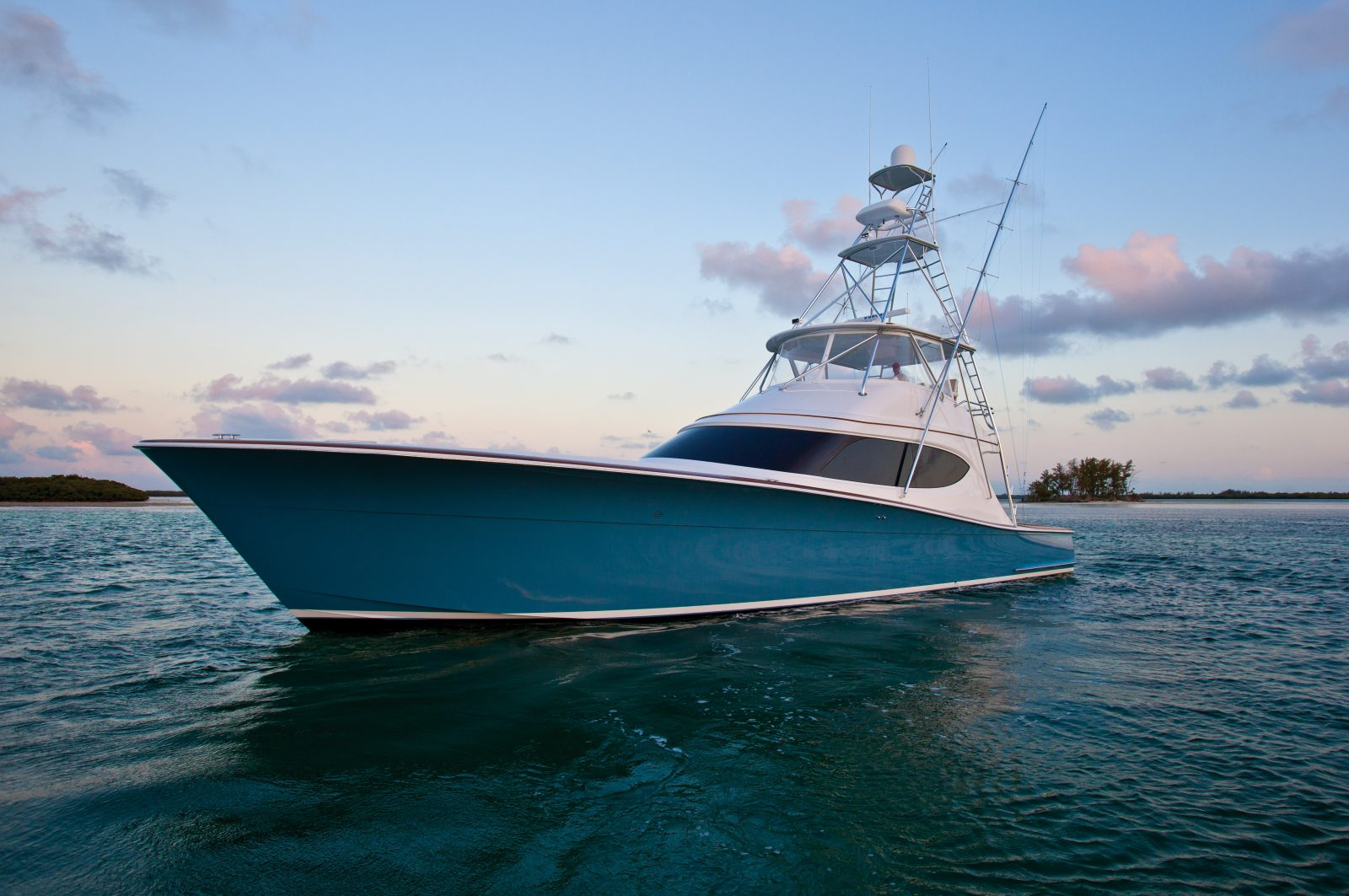 Luxury yacht for Sale | GT63 by Hatteras Yachts