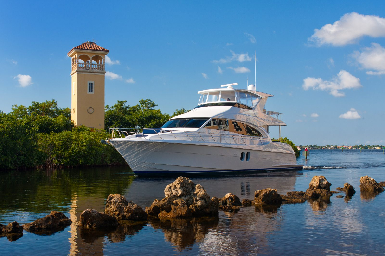 Luxury yacht for Sale | 60 Motor Yacht by Hatteras Yachts