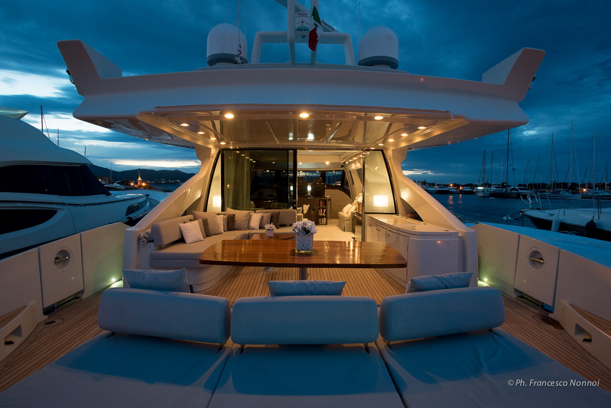 Aft Deck Dining | Chimera